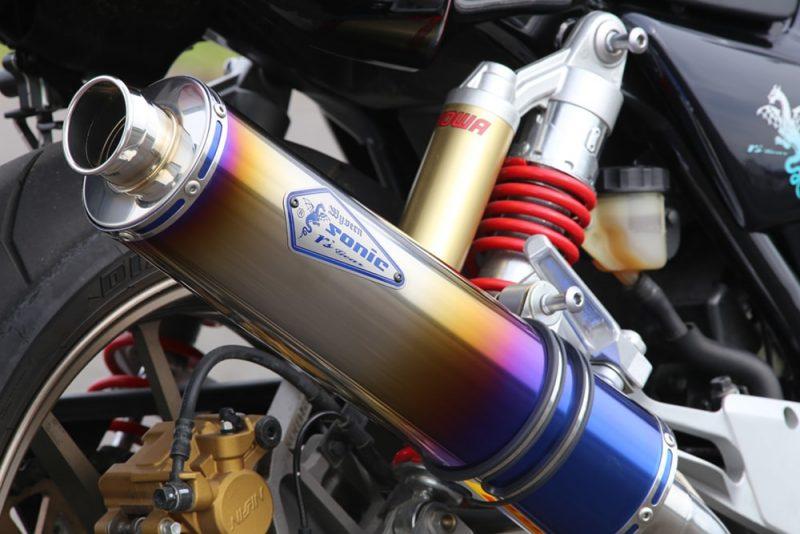Sonic NEWエンブレム採用 ワイバンソニック ドラッグブルーサイレンサー装着車両